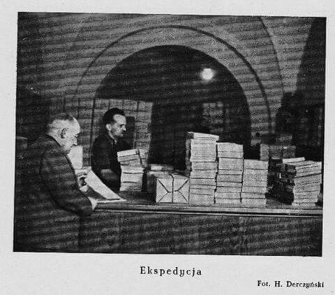 Minęły dziesięciolecia a ekspedycja książek wciąż wygląda tak samo.