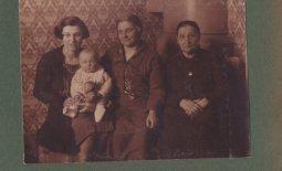 Cztery pokolenia matek na jednej fotografii
